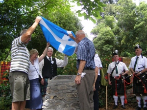 unveiling-the-cairn-and-plaque