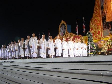 monks ordained in thailand