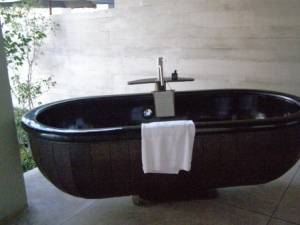outdoor bath indigo pearl