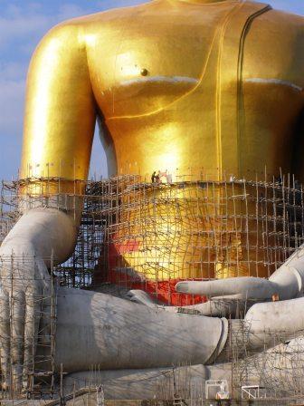 Man shrinks as Buddha grows