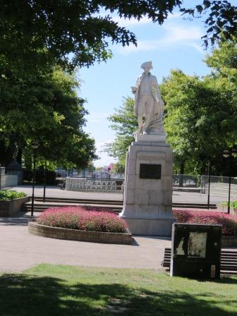 Captain Cook shares Victoria Square with Queen Vic ... of course:  2 min's walk from New Regent St