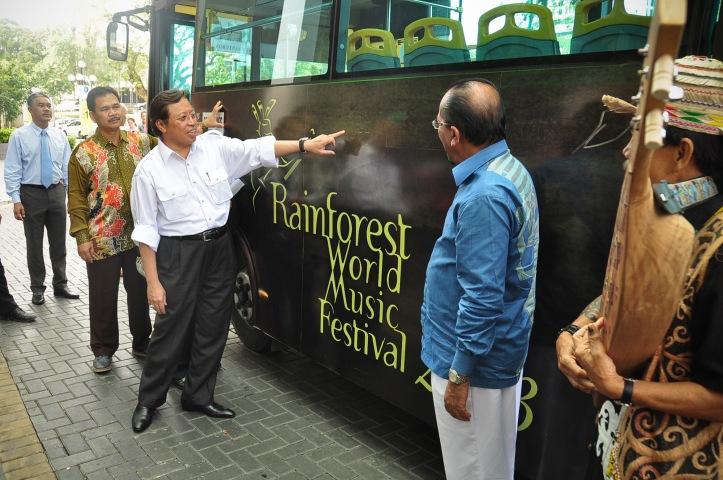 RWMF bus DSC_0115-2x