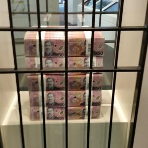 A million dollars in $NZ100 bills